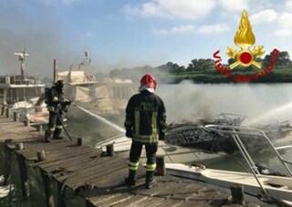 Esplode una barca a Fiumicino, tre ustionati