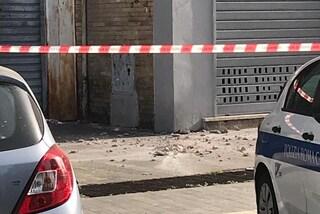 Roma, crolla cornicione a Casal Bruciato: nessun ferito, danneggiata una macchina