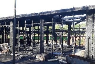 Un incendio nella notte ha distrutto il centro anziani nel Parco delle Valli