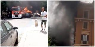 Incendio a piazza Mazzini, fiamme e fumo nero in strada: a fuoco tredici motorini e tre macchine