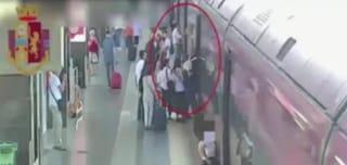 Stazioni Termini, fermate due ladri seriali: avevano appena rubato 4000 euro a una turista