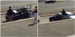 """Auto sulla scalinata di Valle Giulia a Villa Borghese, il conducente: """"C'è traffico, ho fretta"""""""