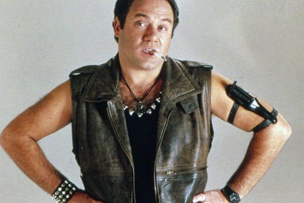 """Carlo Verdone nei panni di Oscar Pettinari, protagonista del film """"Troppo Forte"""" (1986): il tipico """"coatto"""" romano."""