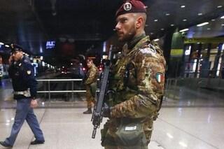 Roma, terrore a Termini per uomo con pistola: ma era solo una scacciacani