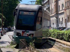 Tram deraglia a Roma – Foto Twitter
