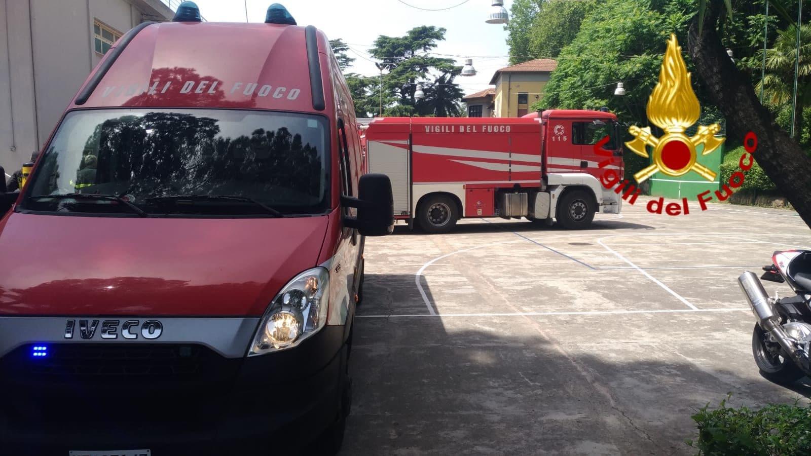 I vigili del fuoco in azione nei locali de Circolo Canottieri
