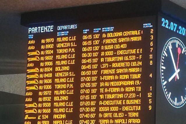 Il cartellone dei ritardi alla Stazione Termini