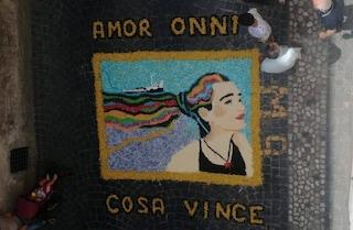 """Un quadro dell'infiorata per Carola Rackete a Genazzano: """"Amor onni cosa vince"""""""