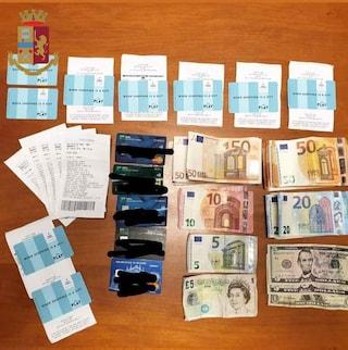 Porta di Roma, 40enne sorpreso a prelevare da carte di credito rubate: arrestato