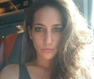 """L'uomo che ha rubato le ceneri di Elena Aubry aveva appese """"centinaia di foto di ragazze morte"""""""