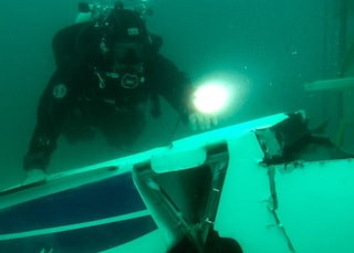 Viterbo, aereo idrovolante inabissato nel Lago di Bolsena: le spettacolari immagini