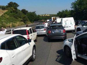 Traffico su via Pontina Immagine dal gruppo Facebook Via Pontina S.R.148)