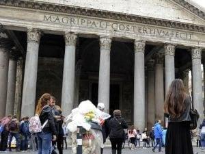Rifiuti al Pantheon