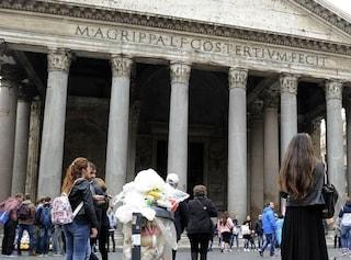 """Emergenza rifiuti, Ama ha 20 giorni per pulire Roma. Il ministro: """"Con questo caldo troppi anche 10"""""""
