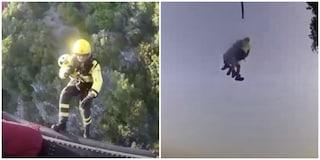 Sermoneta, tragedia sfiorata: 59enne precipita col deltaplano su un bosco, salvato dai pompieri