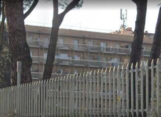 """Residence popolare via Val Cannuta, disabile cade dalle scale e muore: """"Ascensori rotti da tempo"""""""