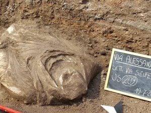 Un busto ritrovato in via Alessandrina