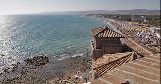 Paura sulla spiaggia di Santa Severa: ragazzina accusa un malore, soccorsa in eliambulanza