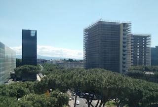 Roma, uomo si suicida lanciandosi dal palazzo delle Poste dell'Eur: ha fatto un volo di 30 metri