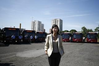 Virginia Raggi presenta 80 nuovi bus di Atac: serviranno le periferie di Roma