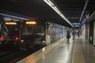 Roma, Metro B interrotta, attivi bus sostitutivi: morto un uomo investito da un treno