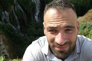 Carlo si ribalta con il materassino nel lago di Castel Gandolfo: due ragazzi lo vedono affogare