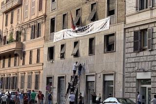 Roma, rimossa la scritta Casapound dallo stabile occupato di via Napoleone III