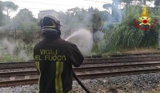 Incendio in corso sulla Roma-Velletri, interrotta la circolazione: attivati bus sostitutivi