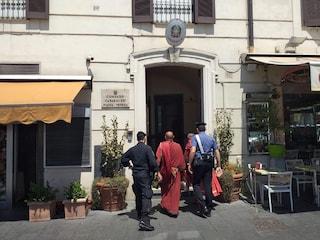 Colosseo, centurioni importunano turisti per selfie ricordo: multati insieme a saltafila