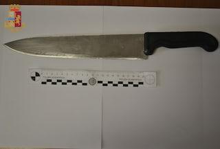 Civitavecchia, aggredisce i poliziotti con un coltello: arrestato 28enne