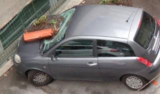 Roma, temporale e grandine sulla capitale: disagi al traffico cittadino, automobilisti in difficoltà