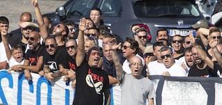 Derby Lazio-Roma: Irriducibili salutano Diabolik tra petardi e saluti romani