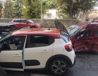 Schianto su via Appia Nuova all'alba: 6 giovanissimi feriti, 2 sono gravi