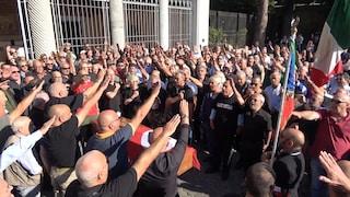 Funerale Delle Chiaie: saluti romani e neofascisti di ieri e di oggi. C'è anche Borghezio della Lega