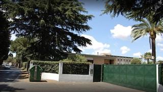 Per ore sull'armadio con i polsi legati, botte e insulti ai bimbi dell'asilo: arrestata una suora