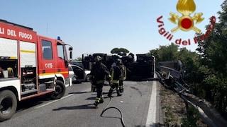 Incidente su via Pontina, autocisterna si ribalta: due feriti, strada chiusa
