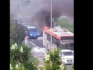 Roma, bus Atac in fiamme in via Antamoro