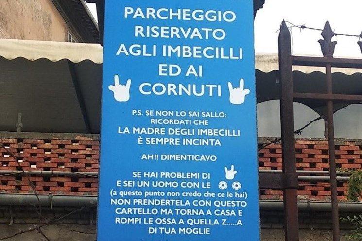 Il cartellone choc apparso a Bagnaia (Viterbo)
