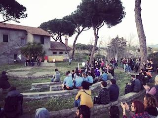 """I comitati di Aguzzano contro il M5s: """"Tuteliamo il parco, hanno fatto un bando per i privati"""""""