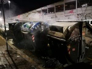 I cassonetti bruciati in via Circonvallazione Nomentana (Foto carabinieri)