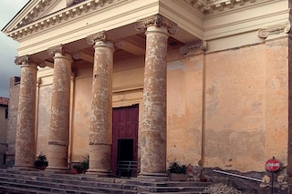 Rischio di crolli alla Cattedrale di Maenza: i vigili del fuoco transennano parte del colonnato