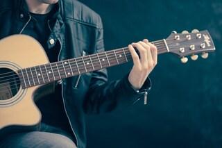Molestie alle piccole alunne durante le lezioni di chitarra: il maestro sarà processato