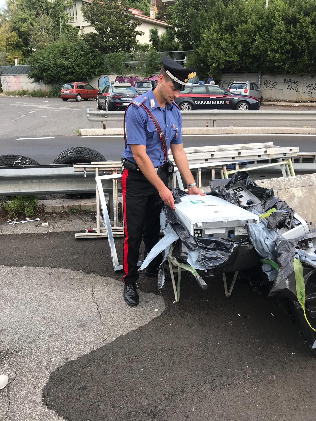 Parte della merce sequestrata dai carabinieri a Tor di Valle