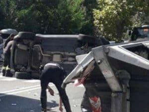 L'incidente stradale in via Cassia (Foto di Sei della Cassia se…)
