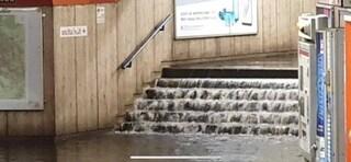 Nubifragio a Roma: strade e negozi allagati, chiusa la fermata della metro Colli Albani