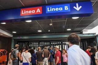 Metro A interrotta, a Termini una donna rimane incastrata con la gamba tra treno e banchina