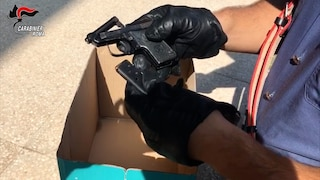 Notte di arresti a Tor Bella Monaca, 5 persone in manette: sequestrate armi e cocaina