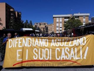 """Ponte Mammolo, contestata Virginia Raggi: """"M5s specula su parco di Aguzzano"""". Attivisti identificati"""