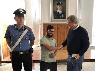 Trova un portafogli con 2000 euro a Roma: lo restituisce al proprietario e rifiuta la ricompensa