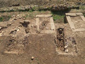 Gli scheletri trovati nel Parco Archeologico Privernum